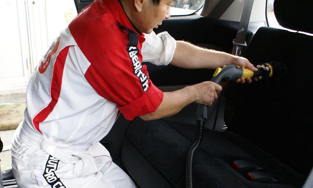 車のルームクリーニング 後席の掃除